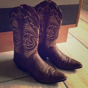 Women's leather cowboy boot size 9